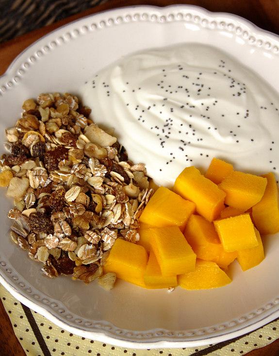 Iogurte com frutas e cereais 1