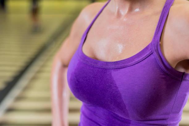 Exercícios para ajudar a levantar os seios 3