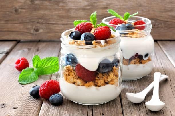 Iogurte com frutas e cereais